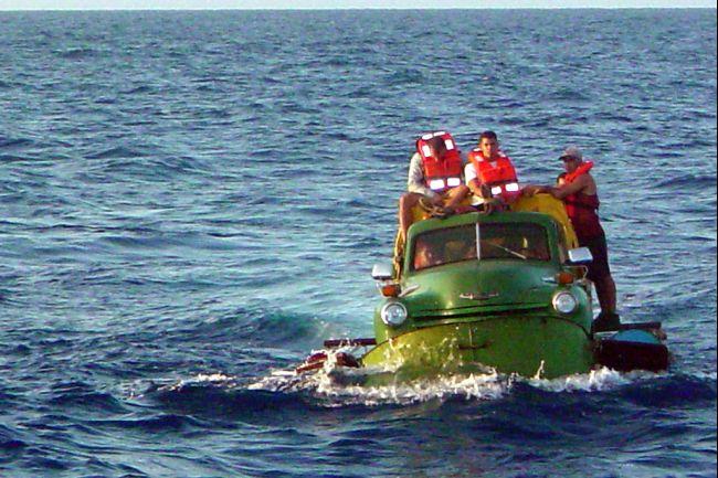 cuban-immigrants-raft-florida-2013-02-05