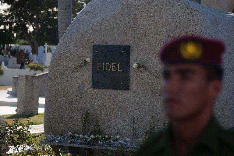 pelegrinacion-cementerio-santa-ifigenia-tributo-fidel-castro-foto-fernando-medina-11-768x512